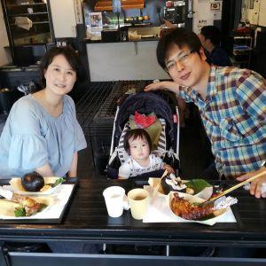 都心からいらしたご家族ですご主人が九州出身で固い鶏を食べなれているそうでむかし鳥もとても気に入って下さいました🤗 一歳二ヶ月の娘さんは終始ご機嫌で可愛かったですご来店ありがとうございましたhttp://ikadamitake.com 営業時間11~17時(夏季)木曜定休(祭日は営業)※むかし鳥、ばくだんは数に限りがございます。1個からお取り置き致します♪Tel.0428-85-8726#炭鳥 #蔵 #筏 #ikada #むかし鳥 #mitake #tokyo #御岳 #御岳山 #御岳山ロックガーデン #武蔵御嶽神社 #多摩川 #御岳渓谷 #ランチ #奥多摩フィッシングセンター #奥多摩 #ブドウ山椒 #おにぎり #味玉 #バイク #ロードバイク #カヌー #カヤック #リバーSUP #ラフティング #デッドエンド #ジムニー #ペット可