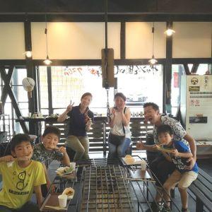 埼玉県所沢市からお越しの6名様です朝早くから #奥多摩ドライブ にいらして #日原鍾乳洞 で涼を楽しんだ後、炭鳥ikadaでお昼ごはんにして下さいました お子さん達は、ばくだん作りに興味津々。そしてむかし鳥を楽しんで焼いて下さいました🤗帰る時にはハイタッチまでしてくれて、私もとても楽しかったですご来店ありがとうございました️http://ikadamitake.com 営業時間11~17時(夏季)木曜定休(祭日は営業)※むかし鳥、ばくだんは数に限りがございます。1個からお取り置き致します♪Tel.0428-85-8726#炭鳥 #蔵 #筏 #ikada #むかし鳥 #mitake #tokyo #御岳 #御岳山 #御岳山ロックガーデン #武蔵御嶽神社 #多摩川 #御岳渓谷 #ランチ #奥多摩 #ブドウ山椒 #おにぎり #味玉 #バイク #ロードバイク #カヌー #カヤック #リバーSUP #ラフティング #デッドエンド #ジムニー #ペット可