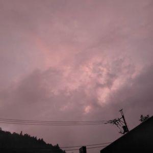雨がやんで雲の向こうに夕焼け明日は天気予報通り晴れそうです️ http://ikadamitake.com営業時間・4月〜12月11~17時木曜定休(祭日は営業)※むかし鳥、ばくだんは数に限りがございます。1個からお取り置き致します♪Tel.0428-85-8726#炭鳥蔵ikada #むかし鳥 #炭鳥ikada #ばくだん #mitake #tokyo #御岳 #御岳山 #御岳山ロックガーデン #武蔵御嶽神社 #多摩川 #御岳渓谷 #東京アドベンチャーライン #御岳ランチ #奥多摩フィッシングセンター #奥多摩 #日原鍾乳洞 #味玉 #バイク #ロードバイク #カヌー #カヤック #riversup  #デッドエンド #ペット可