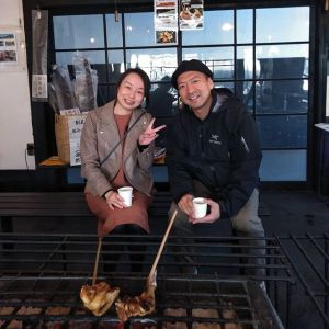 青梅市内からお越しのカップルです以前、当店の前を通りかかって気になっていらしたとの事で、嬉しい事に本日お立ち寄り下さいました🤗 この後は、御岳渓谷を散策なさるそうです🏞️楽しい一日をご来店ありがとうございましたhttp://ikadamitake.com営業時間・4月〜12月 11〜17時11月末まで木曜定休(祭日は営業)※むかし鳥、ばくだんは数に限りがございます。1個からお取り置き致します♪Tel.0428-85-8726#むかし鳥 #鶏肉 #炭鳥ikada #ばくだん #mitake #tokyo #御岳 #御嶽駅 #御岳山 #御岳山ロックガーデン #武蔵御嶽神社 #多摩川 #御岳渓谷 #東京アドベンチャーライン #御岳ランチ #奥多摩フィッシングセンター #奥多摩 #日原鍾乳洞 #味玉 #串 #バイク #ロードバイク #カヌー #カヤック #riversup  #デッドエンド #ペット可