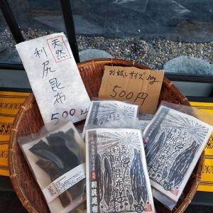 炭鳥ikadaでは、昆布汁にも使用している、天然昆布を発売しています1枚目の新物昆布は全て30g入りのお試しサイズで、1袋500円です♪2枚目の一本売りの長昆布は熟成一年物で、グラムによって値段が違うので、お好きな大きさをお選び頂けます♪おせち料理の煮物、お雑煮、そして鍋物などにも最適です🤗http://ikadamitake.com営業時間・4月〜12月 11〜17時金曜定休(祭日は営業)※むかし鳥、ばくだんは数に限りがございます。1個からお取り置き致します♪Tel.0428-85-8726#むかし鳥 #炭鳥ikada #ばくだん #mitake #tokyo #御岳 #御嶽駅 #御岳山 #武蔵御嶽神社 #多摩川 #御岳渓谷 #東京アドベンチャーライン #御岳ランチ #奥多摩フィッシングセンター #奥多摩 #日原鍾乳洞 #okutama #バイク #ロードバイク #カヌー #カヤック #riversup  #デッドエンド #ペット可 #利尻昆布