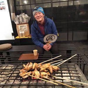 奥多摩町のお蕎麦の名店「丹三郎」さんのご主人は、常連のお客様です🤗#丹三郎 さんは12月21日〜1月11日まで冬休みですが、今日はご用事で御岳にいらっしゃるとの事で、予めテイクアウトのご予約を頂きましたご家族皆さんでクリスマスディナーに召し上がるむかし鳥、楽しんで頂けたでしょうか毎度ご来店ありがとうございます️http://ikadamitake.com営業時間・4月〜12月 11〜17時  1月〜  3月 11〜16時金曜定休(祭日は営業)※むかし鳥、ばくだんは数に限りがございます。1個からお取り置き致します♪Tel.0428-85-8726#むかし鳥 #炭鳥ikada #ばくだん #mitake #tokyo #御岳 #御嶽駅 #御岳山 #御岳山ロックガーデン #武蔵御嶽神社 #御岳神社 #多摩川 #御岳渓谷 #東京アドベンチャーライン #御岳ランチ #奥多摩フィッシングセンター #奥多摩 #日原鍾乳洞 #okutama #バイク #ロードバイク #カヌー #カヤック #riversup #デッドエンド #ペット可