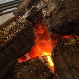 炭火は、ぬくぬく暖まるだけでなく、見つめていると気持ちが落ち着きますhttp://ikadamitake.com 営業時間 1月から3月  11~16時  4月から12月 11~17時金曜定休(祭日は営業)※むかし鳥、ばくだんは数に限りがございます。1個からお取り置き致します♪Tel.0428-85-8726#むかし鳥 #炭鳥ikada #ばくだん #mitake #tokyo #御岳 #御岳山 #御岳山ロックガーデン #武蔵御嶽神社 #御岳神社 #多摩川 #御岳渓谷 #東京アドベンチャーライン #御岳ランチ #奥多摩フィッシングセンター #奥多摩 #日原鍾乳洞 #味玉 #串 #バイク #ロードバイク #カヌー #カヤック #リバーSUP #デッドエンド #ペット可 #炭火