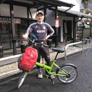 羽村市小作台でテイクアウト専門の中華料理店を経営なさっている、ご常連の @hmasay12806 ライオン餃子さんです本日は、購入なさったばかりの #折りたたみ自転車 で小作から、鉄道公園→梅郷の梅の公園→炭鳥ikadaまでお越し下さいました帰りは、御岳より二つ奥の古里駅から輪行で戻られるそうです今日は、むかし鳥もばくだんも完売してしまっており、お出し出来ずすみませんでしたそんな訳で、今日はコーヒーブレイクして下さっている間に、色々お話を伺いました♪ライオン餃子さんのお顔が赤かったので日焼けですかと尋ねたところ、何と2週間前にソロ登山で雪の富士山に登ったそうで凍傷になったとの事ひどい事にならなくて本当に良かったです毎度ご来店ありがとうございます️http://ikadamitake.com営業時間・1月〜  3月 11〜16時4月〜12月 11〜17時金曜定休(祭日は営業)※むかし鳥、ばくだんは数に限りがございます。1個からお取り置き致します♪Tel.0428-85-8726#むかし鳥 #体験型 #炭鳥ikada #ばくだん #mitake #御岳 #御嶽駅 #御岳山 #御岳山ロックガーデン #武蔵御嶽神社 #御岳神社 #御岳渓谷 #東京アドベンチャーライン #御岳ランチ #奥多摩フィッシングセンター #奥多摩 #日原鍾乳洞 #青梅線五日市線の旅 #イマタマ #imatamagourmet  #okutama #バイク #ロードバイク #カヌー #カヤック #riversup #デッドエンド #ペット可 #雪の富士山