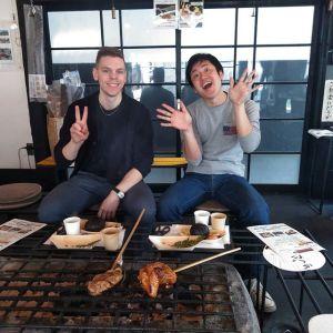 神奈川県横浜市とフィンランドからお越しのお客様ですお二人は日本の大学で知り合って仲良くなったのだそうです今回はフィンランドからお仕事で来日したそうで、お友達二人で奥多摩の自然を楽しみに泊りがけでいらしたとの事です今日は日原鍾乳洞に行かれて、帰る途中にお昼ごはんにお立ち寄り下さいました🥚むかし鳥もお気に召して頂けた様でとても嬉しかったです🤗ご来店ありがとうございましたhttp://ikadamitake.com営業時間・1月〜 3月 11〜16時4月〜12月 11〜17時金曜定休(祭日は営業)※むかし鳥、ばくだんは数に限りがございます。1個からお取り置き致します♪Tel.0428-85-8726#むかし鳥 #体験型 #炭鳥ikada #ばくだん #mitake #御岳 #御嶽駅 #御岳山 #御岳山ロックガーデン #武蔵御嶽神社 #御岳神社 #御岳渓谷 #東京アドベンチャーライン #御岳ランチ #奥多摩フィッシングセンター #奥多摩 #日原鍾乳洞 #青梅線五日市線の旅 #imatamagourmet #バイク #ロードバイク #カヌー #カヤック #ラフティング #riversup #デッドエンド #ペット可