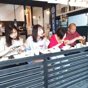 神奈川県横浜市からお越しのご家族です日原鍾乳洞に行かれる途中、お昼ごはんにお立ち寄り下さいました🥚暑い時期の鍾乳洞は大人気でかなり渋滞する様ですでも今日はそんなに気温が高くないので、あまり渋滞はないかも知れませんねご来店ありがとうございましたhttp://ikadamitake.com営業時間・4月〜12月 11〜17時1月〜3月 11〜16時金曜定休(祭日は営業)※むかし鳥、ばくだんは数に限りがございます。1個からお取り置き致します♪Tel.0428-85-8726#むかし鳥 #体験型 #炭鳥ikada #ばくだん #mitake #御岳 #御嶽駅 #御岳山 #御岳山ロックガーデン #武蔵御嶽神社 #御岳神社 #御岳渓谷 #東京アドベンチャーライン #御岳ランチ #奥多摩フィッシングセンター #奥多摩 #日原鍾乳洞 #バイク #ロードバイク #サイクリング #カヌー #カヤック #ラフティング #riversup #デッドエンド #ペット可