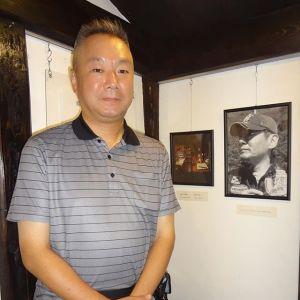 炭鳥ikadaの蔵の2階で展示しているイラストたちは、店主の先輩である故・烏田賢治氏の作品です。そして、来月・7月は彼の七回忌です。山口県萩市の生家で法要が行われますが「その前にまずここに来なくちゃ」と、賢治氏の弟さんが、神奈川県から今年もお越し下さいました🤗「昨年、兄の歳を越えました」と仰いましたが、お会いする度に賢治氏とお顔が似てくる感じがしています又お会い出来る日を楽しみにお待ちしております毎度ご来店ありがとうございますhttp://ikadamitake.com営業時間・4月〜12月 11〜17時1月〜3月 11〜16時金曜定休(祭日は営業)※むかし鳥、ばくだんは数に限りがございます。1個からお取り置き致します♪Tel.0428-85-8726#むかし鳥 #体験型 #炭鳥ikada #ばくだん #mitake #御岳 #御嶽駅 #御岳山 #御岳山ロックガーデン #武蔵御嶽神社 #御岳神社 #御岳渓谷 #東京アドベンチャーライン #御岳ランチ #奥多摩フィッシングセンター #奥多摩 #日原鍾乳洞 #バイク #ロードバイク #サイクリング #カヌー #カヤック #ラフティング #riversup #御岳ボルダー #ペット可