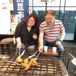 埼玉県入間市からお越しのご夫婦です以前から炭鳥ikadaの事が気になっていらしたそうで、今日は奥多摩へラーメンを食べに行かれた帰りに、テイクアウトでのご注文ですおうちで、ご家族で召し上がるむかし鳥は如何でしたかご来店ありがとうございましたhttp://ikadamitake.com営業時間・4月〜12月 11〜17時1月〜3月 11〜16時金曜定休(祭日は営業)※むかし鳥、ばくだんは数に限りがございます。1個からお取り置き致します♪Tel.0428-85-8726#むかし鳥 #体験型 #炭鳥ikada #ばくだん #mitake #御岳 #御嶽駅 #御岳山 #御岳山ロックガーデン #武蔵御嶽神社 #御岳神社 #御岳渓谷 #御岳ランチ #奥多摩フィッシングセンター #奥多摩 #日原鍾乳洞 #奥多摩湖 #バイク #ロードバイク #サイクリング #カヌー #カヤック #ラフティング #riversup #御岳ボルダー #ペット可