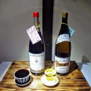 炭鳥ikadaのワインは、新年より2種の仲間が増えました蒼龍ブドウ酒「セレクト赤」ブレンドにより、コクとボディ感を出した赤ワインです♪*茶碗でお出し致します麻屋ブドウ酒「アサヤスペシャル白」甲州種主体に醸した、すっきりタイプの辛口です♪*ショットグラスでお出し致します どちらも、受け皿までなみなみついで税込400円です🤗http://ikadamitake.com営業時間・1月〜3月 11〜16時4月〜12月 11〜17時金曜定休(祭日は営業)Tel.0428-85-8726#むかし鳥 #体験型 #炭鳥ikada #ばくだん #mitake #御岳 #御嶽駅 #御岳山 #御岳山ロックガーデン #武蔵御嶽神社 #御岳神社 #御岳渓谷 #御岳ランチ  #青梅ランチ #奥多摩フィッシングセンター #奥多摩 #奥多摩湖 #バイク #ロードバイク #サイクリング #カヌー #カヤック #ラフティング #riversup #御岳ボルダー #ペット可 #甲州ワイン #赤ワイン #白ワイン