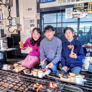 青梅市内と、神奈川県横浜市からお越しの3名様です昨年11月末に放映された #日本テレビ さんの #ぶらり途中下車の旅 をご覧になったそうで、向かって右のご主人のお母様が市内の方で、横浜からいらした息子さんご夫妻と一緒にお昼ごはんに来て下さいました🥚お母様と息子さんは鶏肉が大好き&若奥様は、固いお肉が大好きだそうで、それで、当店にいらっしゃるのを楽しみにしていてくれたそうですとてもお気に召して頂けた様で、とっても嬉しかったです🤗ご来店ありがとうございましたhttp://ikadamitake.com営業時間・1月〜3月 11〜16時4月〜12月 11〜17時金曜定休(祭日は営業)Tel.0428-85-8726#むかし鳥 #体験型 #炭鳥ikada #ばくだん #mitake #御岳 #御嶽駅 #御岳山 #御岳山ロックガーデン #武蔵御嶽神社 #御岳神社 #御岳渓谷 #御岳ランチ  #青梅ランチ #奥多摩フィッシングセンター #奥多摩 #奥多摩湖 #バイク #ロードバイク #サイクリング #カヌー #カヤック #ラフティング #riversup #御岳ボルダー #ペット可
