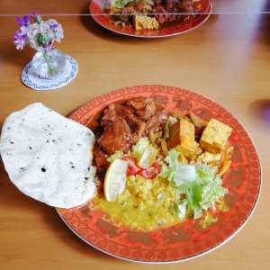 """この前の定休日・3月5日(金)、お昼ごはんを食べに飯能市のカレーのお店""""トルカリ・ジュッティー"""" @jutticurry さんに行って来ましたジュッティーさんのカレーは日替わりで、野菜のカレーとお肉のカレーの2種が出されているそうです5日は、豆腐カレーと #ポークビンダルー という南インドのカレーでした♪普段はバングラデシュやベンガルのカレーが多いそうなのですが、行った日は、たまたま南インドのゴアのカレーだったのです元々は裏メニューだった、人気の""""2種・合掛け""""のカレーにして下さり、嬉しい驚きです🤗レモンのくし切りが付いていて、絞ると爽やかな味が本格スパイスの味にピッタリ食後はコーヒーとラッシー🥛、そしてさっぱりとしていながらも濃厚なシークワサーのチーズケーキを頼みましたこちらは最後の1個だったので、有難い事に特別に2つに分けて下さいました混んでいる時に入店しましたが、最後は少しお話し出来て嬉しかったです素敵なお人柄の女性オーナーさん、心のこもった身体に優しい美味しいお料理&室内で、とても居心地が良かったです。オススメですごちそうさまでした※その日のメニューは、前日のIGにpostされます※鶴ヶ島市などへの出張オープンの日もあるので、IGは要チェックです現在、3/14まで臨時休業中です。3/15より通常営業となります《トルカリ・ジュッティー》https://namastejutti.com/住所・埼玉県飯能市双柳(なみやなぎ)94-30※飯能市役所の東隣りですTel.042-919-9269月〜木・11:00〜15:00金・11:00〜17:00定休日・土日************http://ikadamitake.com営業時間・1月〜3月 11〜16時4月〜12月 11〜17時金曜定休(祭日は営業)Tel.0428-85-8726#むかし鳥 #体験型 #炭鳥ikada #ばくだん #mitake #御岳 #御嶽駅 #秩父多摩甲斐国立公園 #御岳山 #御岳山ロックガーデン #武蔵御嶽神社 #御岳渓谷 #御岳ランチ #奥多摩フィッシングセンター #奥多摩 #奥多摩湖 #バイク #ロードバイク #サイクリング #カヌー #カヤック #ラフティング #riversup #クライミング #ペット可 #nocovid19"""