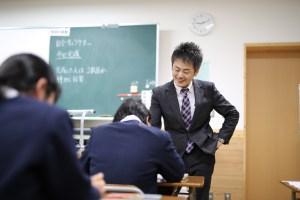 授業中の稲田先生