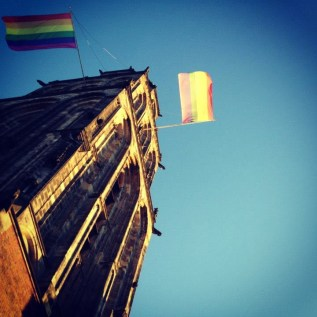 Jaarlijks heb ik gevraagd én gekregen: een regenboogvlag op Nationale Coming Out Day de regenboogvlag aan de Martinitoren.