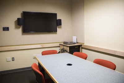 One of the bookable group study rooms in Irving.