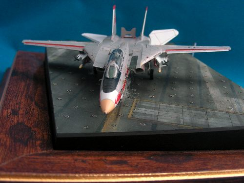 Revell 144 F-14A Tomcat the front