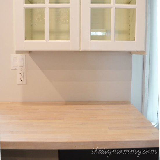 Whitewashing-and-Sealing-a-Butcher-Block-Countertop-by-The-DIY-Mommy-2