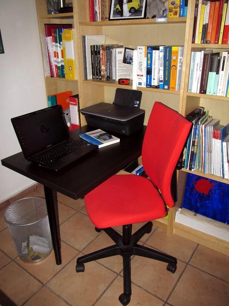 Minimal Billy Desk Ikea Hackers