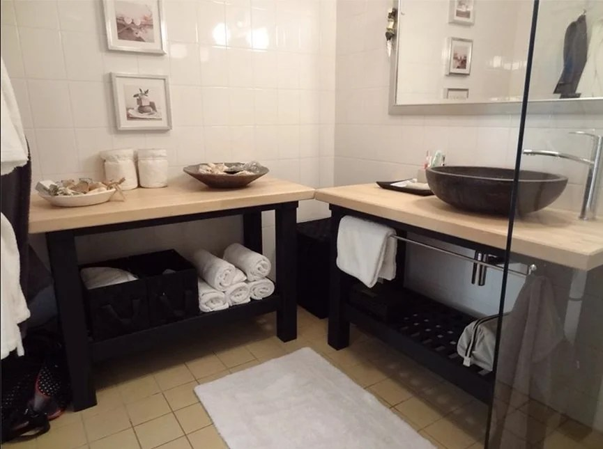 My Parents Wout And Mieke Moelard Live In A Rental Apartment The Netherlands Wanted Rustic Spa Style Bathroom Without Installing Fit Cabinets