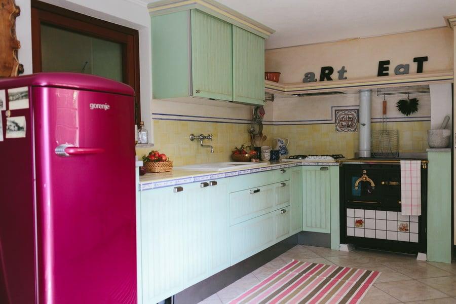 The IKEA Stat kitchen madeover into an Italian kitchen - IKEA Hackers