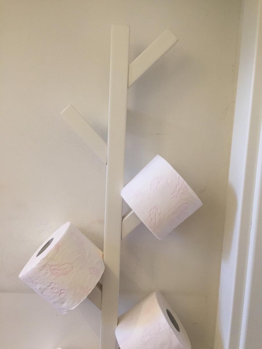 Tjusig toilet paper tree ikea hackers - Porta carta igienica ikea ...