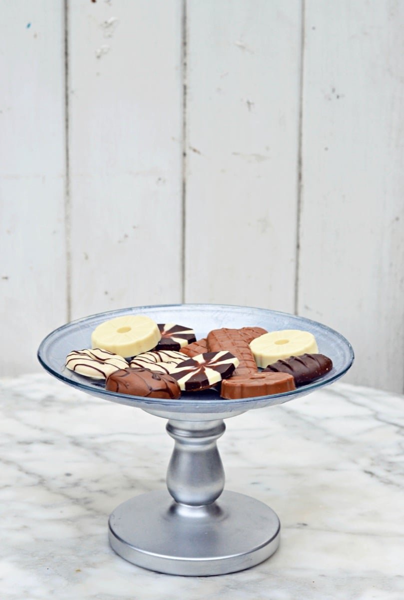 Want something gorgeous to show off your homebaked goods or just to add decor to your table? Then why not make your own Ikea Cake Stand. & Make your own decoupaged IKEA cake stand - IKEA Hackers