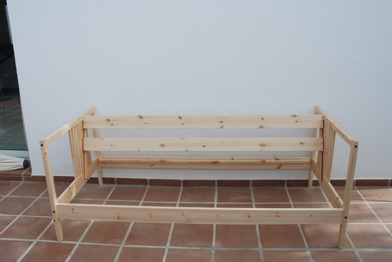 Outdoor sofa from fjellse bed ikea hackers for Ikea outdoor sofa