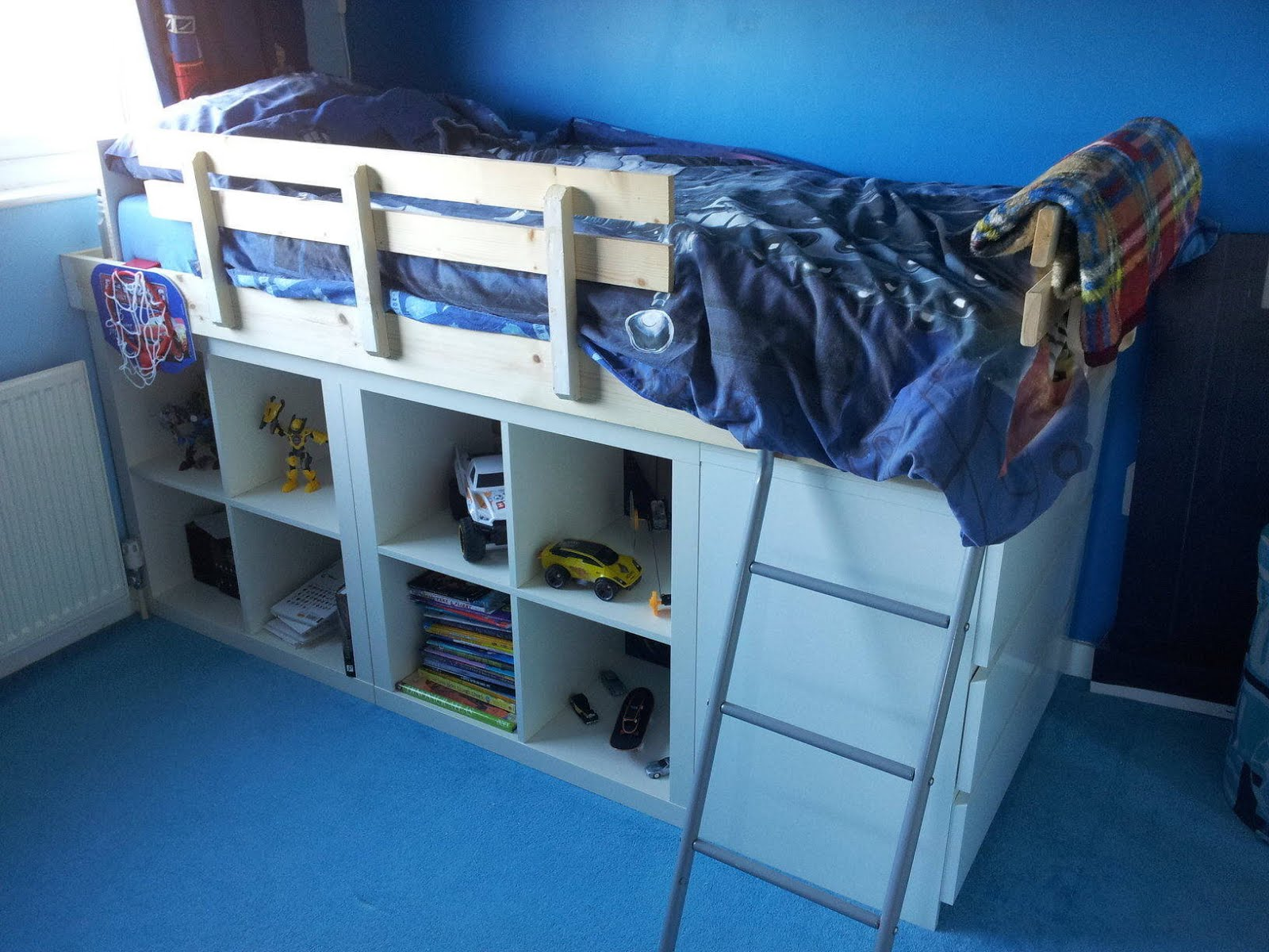An expedit bed for kids ikea hackers for Ikea sultan huglo