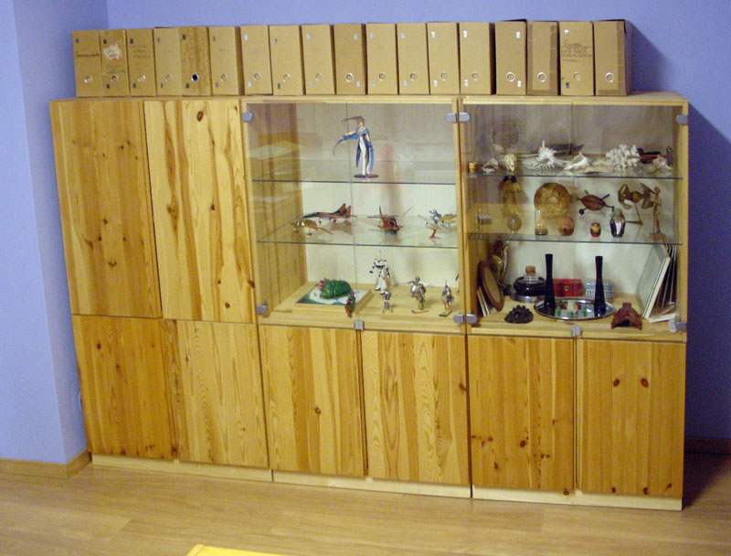 Ivar cabinets mounted on wooden supports ikea hackers - Transformar muebles ikea ...