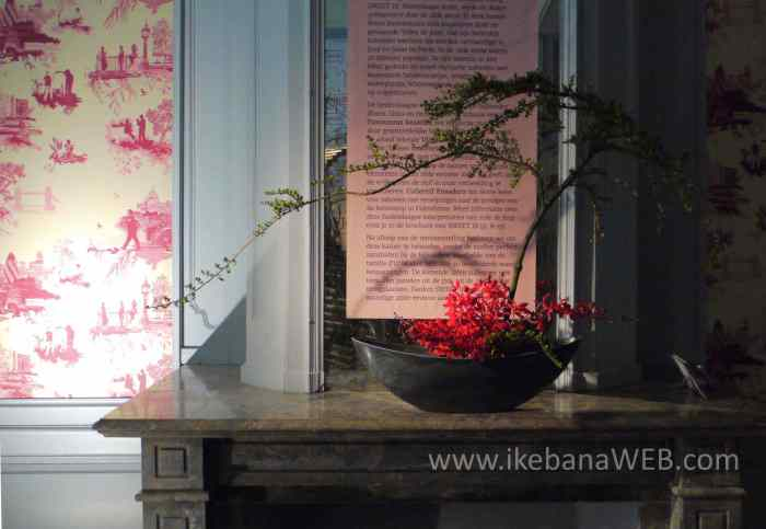 Ikebana arrangement at Castel d'Ursel by Ekaterina Seehaus bonsai look, red orchids, fireplace arrangement, sogetsu ikebana, Fleurs des dames 2017