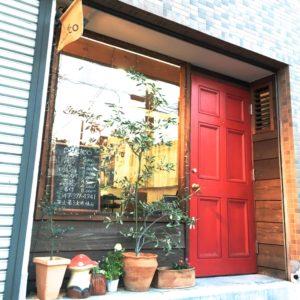 赤い扉がカワイイです♪