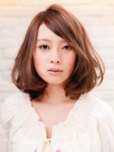 春 ミディアム 髪型 女性 人気 4