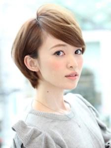 春 髪型 ショート 女性 人気 2