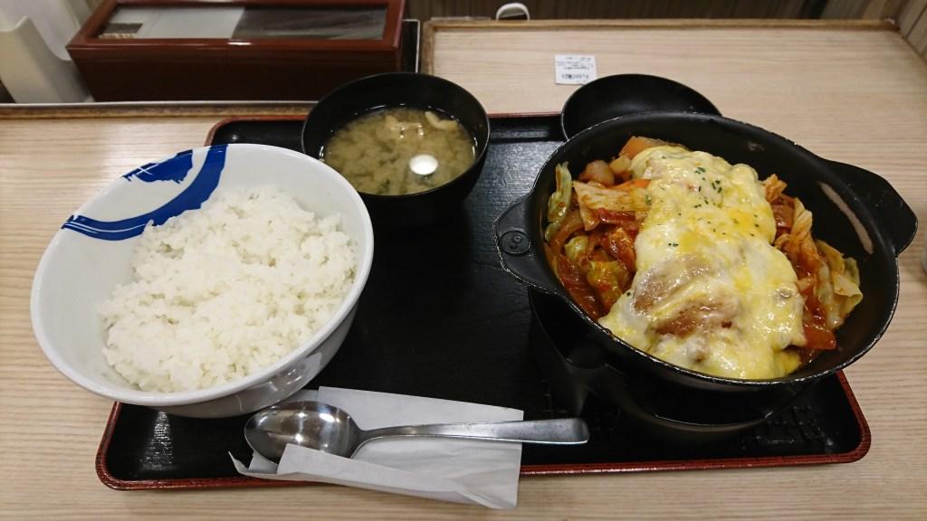 写真:松屋のチーズタッカルビ鍋定食