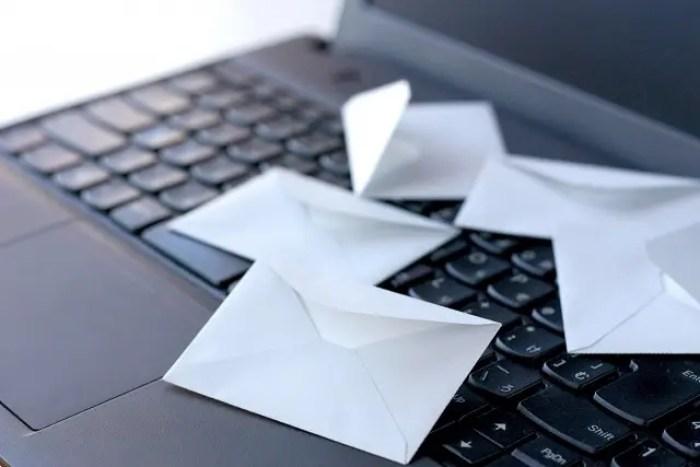 ビジネスメールのマナーをもう一度考え直す