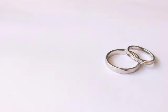 仕事中は結婚指輪をしよう 仕事上有利になります