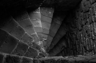 stairs-842446_1920