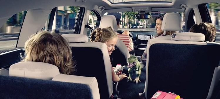 BMW新型2シリーズグランツアラーの内装を画像でレビュー!ベージュレザーがおしゃれ!電動パノラマルーフもつけちゃえ!
