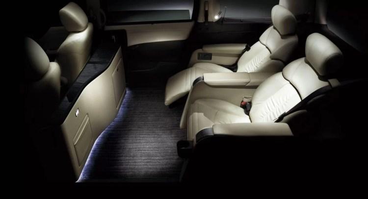 新型エルグランドの特別仕様車VIPが最高評価!2列シート4人乗りのLEDダウンライトに酔いしれろ!
