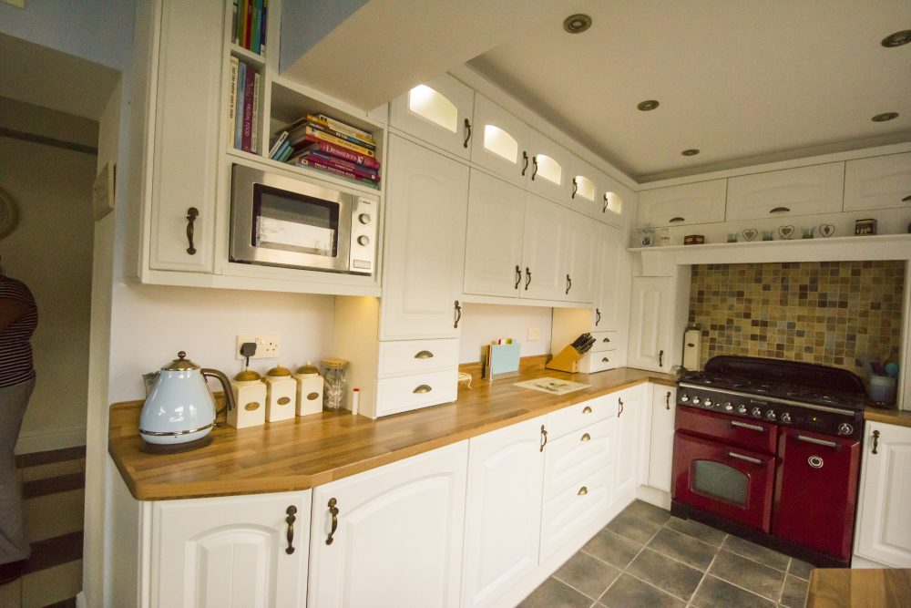 Bespoke country style kitchen using Bella doors by BA