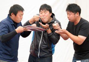 JA青年部らがアッパレカレーで早食い競争