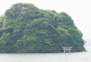 ファム(満潮時の小島神社)