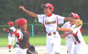 少年野球(優勝を決め喜びを爆発させる勝本ナイン)