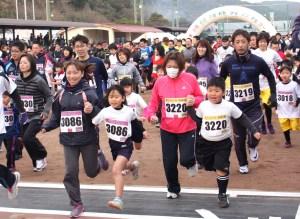 マラソン(2167人が新春の壱岐を駆け抜けた)