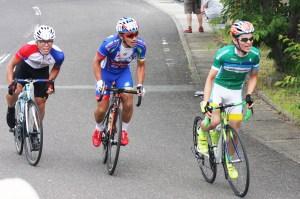 サイクル(ゴール前の競り合いを制したエキスパート50㌔の李正明選手(左端))