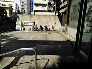 杉並会館のエントランス前に駐車可能なスペース