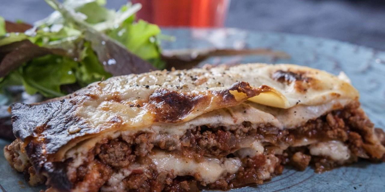 Vegetarisk lasagne med bönlasagneplattor och qournfärs