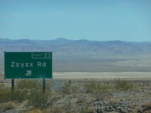 Dans le desert , les routes ne mènent à rien.
