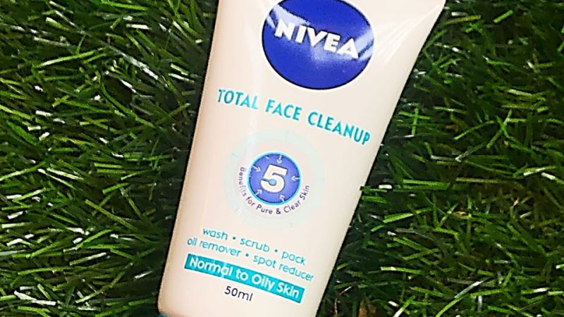 5  minutes for a total face clean up with Nivea!