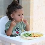 離乳食の量、あげすぎの悪影響あるの?食欲旺盛ベビーに悩むママ必見