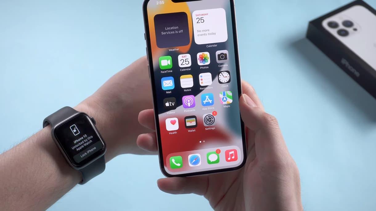 באג 'ביטול נעילה באמצעות iPhone Watch' באייפון 13 בבטא של iOS.